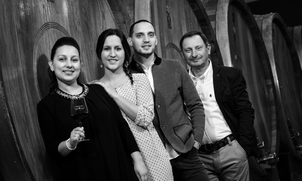 The owners, the Pacenti family - Franco, Lisa, Serena and Lorenzo | The new winery built at the beginning of 2000 | Tasting in combination with local traditional dishes | Pacenti Franco's harvest - Canalicchio in Montalcino | The vineyards of Pacenti Franco - Canalicchio - Sangiovese Grosso vineyards exposed to the north-east ||